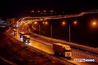 Окупанти відкрили рух для вантажівок по мосту через Керченську протоку