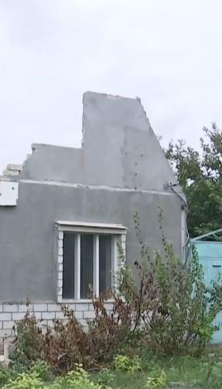 Літнє подружжя з Миколаєва змушене жити на згарищі після пожежі у їхньому будинку
