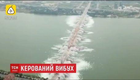 В Китае взорвали аварийный полуторакилометровый мост