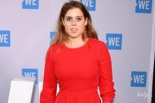Принцеси теж люблять червоне: Беатріс Йоркська в яскравому вбранні прийшла на захід