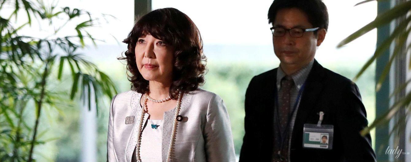 В елегантній сукні і на підборах: як виглядає новий міністр Японії у справах розвитку регіонів