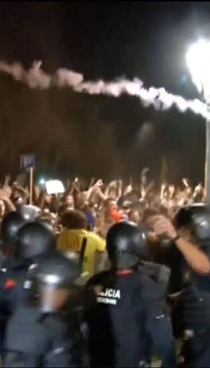 Беспорядки в Каталонии: протестующие столкнулись с полицией