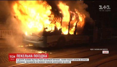 Во Львове сгорел пассажирский автобус