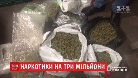 Силовики задержали пятерых киевлян, которые торговали марихуаной