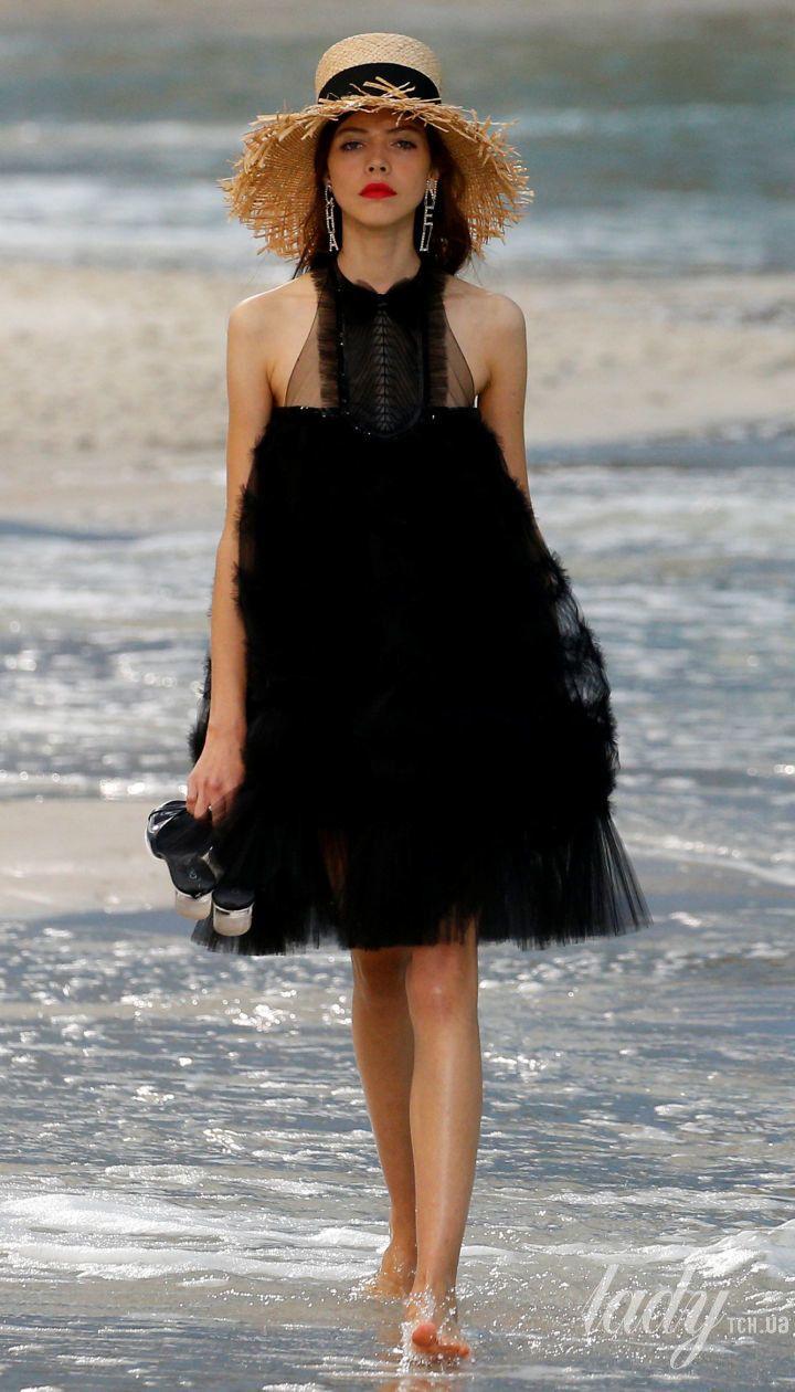 Коллекция Chanel прет-а-порте сезона весна-лето 2019 @ Reuters