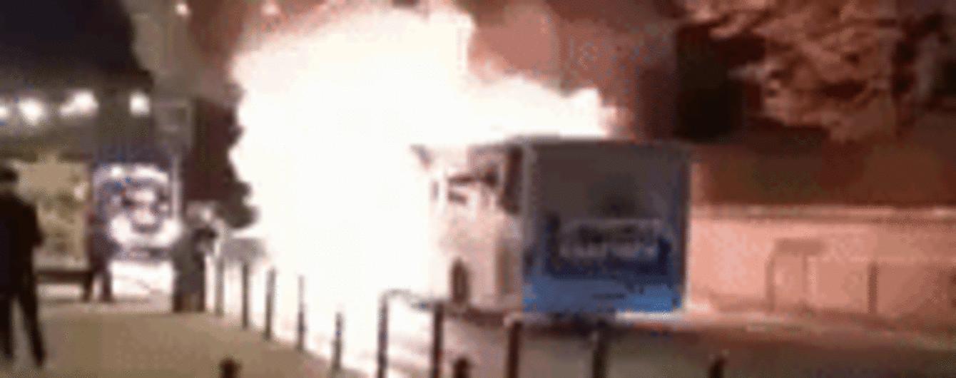 Во Львове сняли автобус, который загорелся прямо во время движения