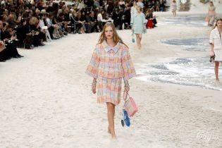 Пляж в центре Парижа: на Неделе моды во Франции прошло фееричное шоу Chanel