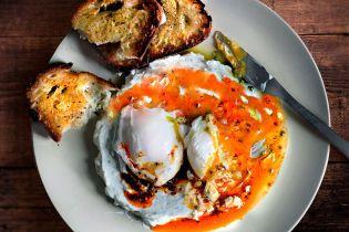 Чилбир: турецкие яйца с йогуртом