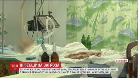 87-летняя женщина проколола ногу ржавым гвоздем и заболела столбняком