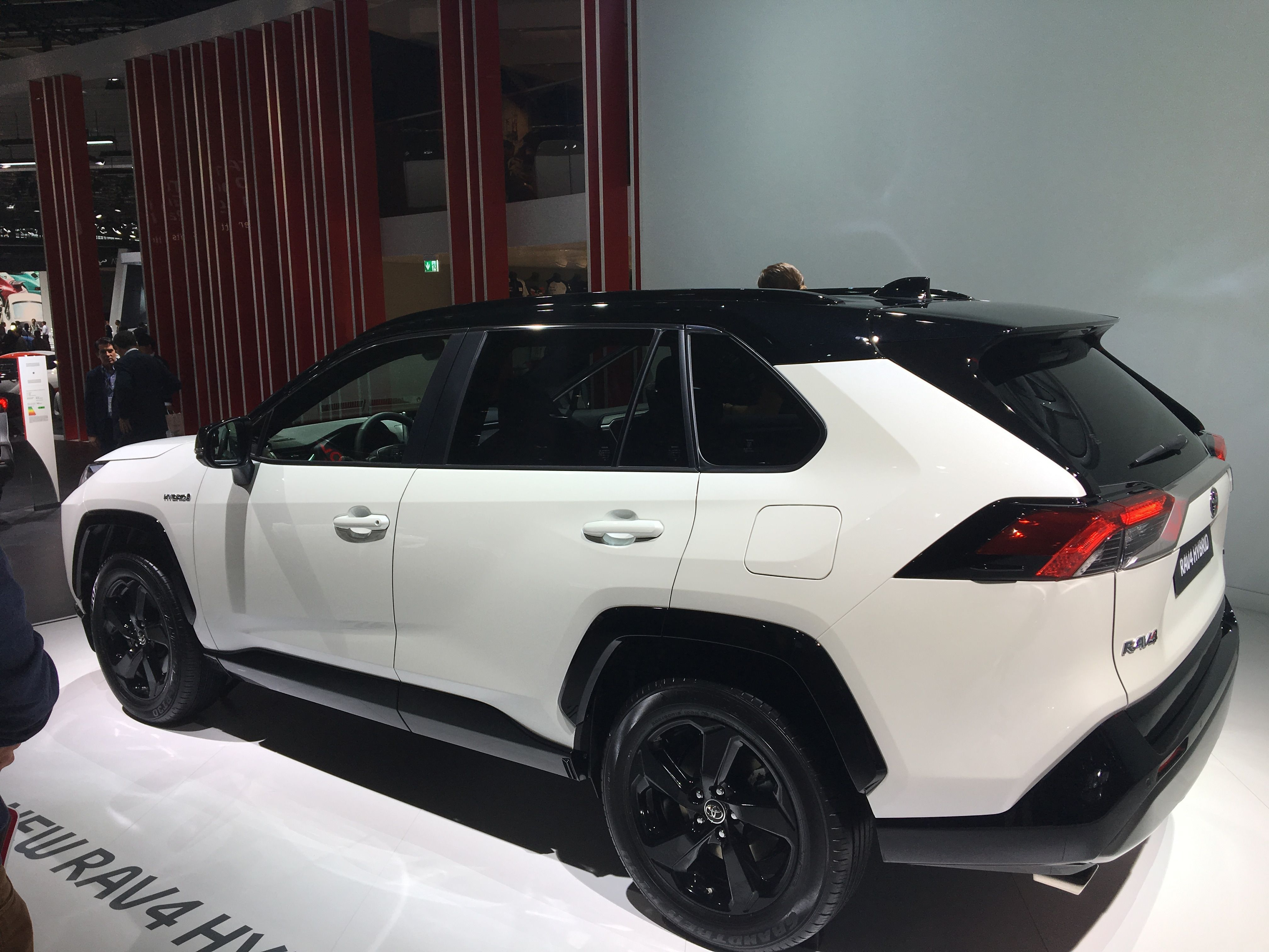 Toyota RAV4 гибрид_1