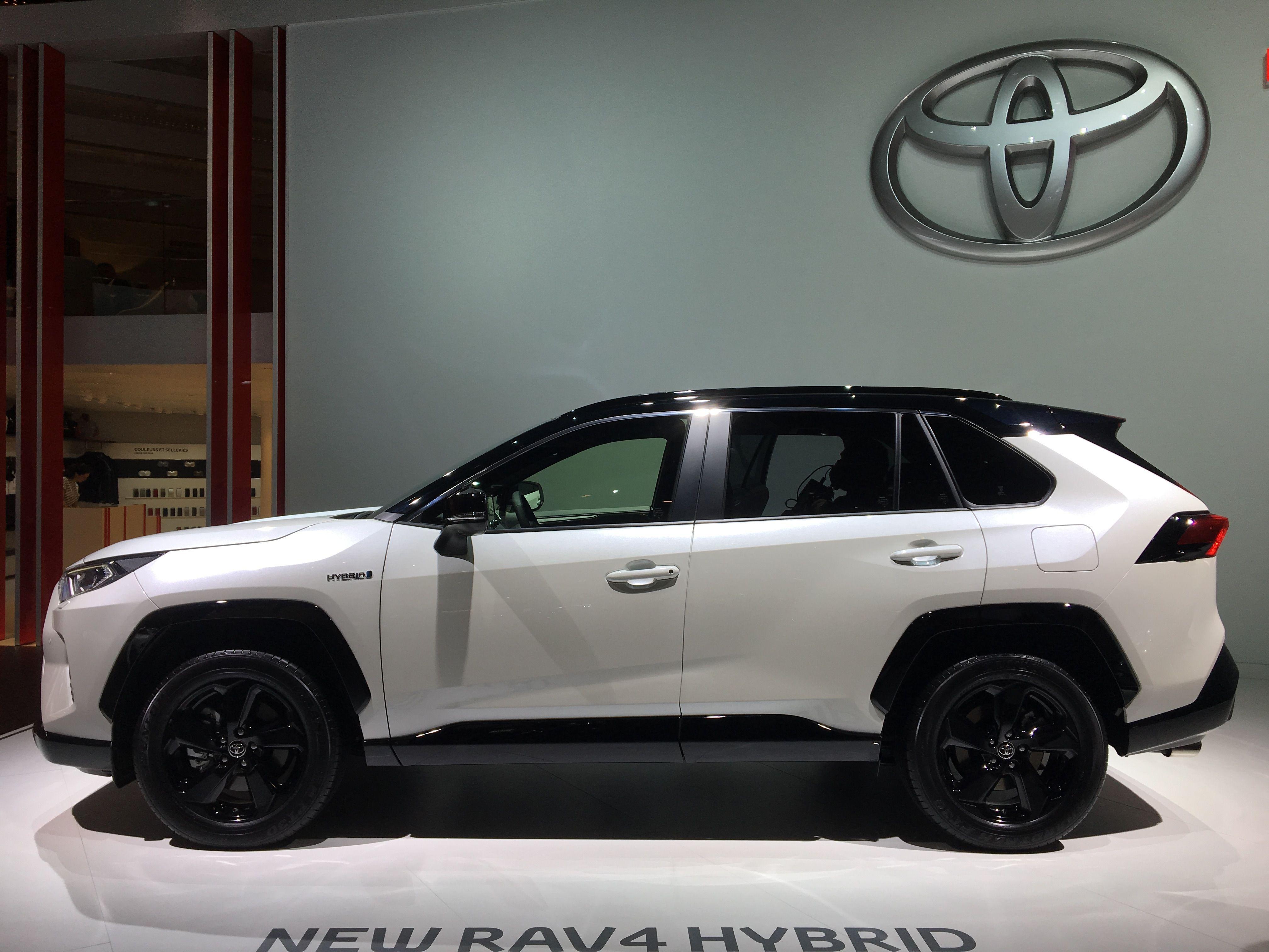 Toyota RAV4 гибрид_3