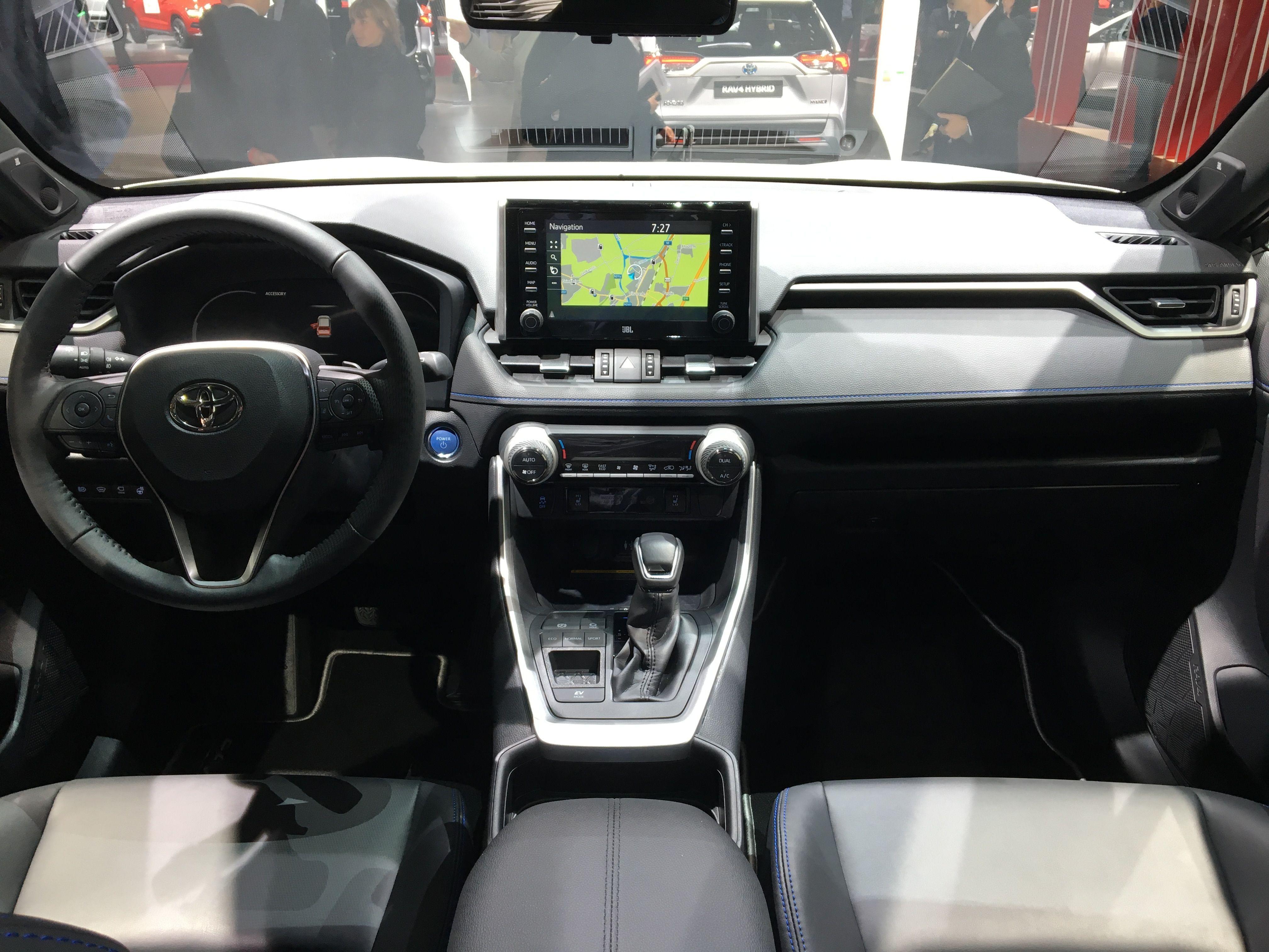 ToyotaRAV4_2