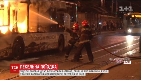 В центре Львова за считанные минуты полностью выгорел пассажирский автобус
