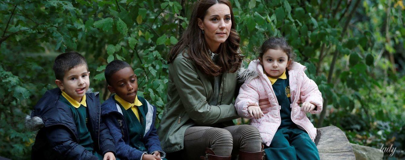 Это так мило: герцогиня Кэтрин пообщалась с детьми во время своего первого выхода после декрета