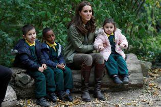 Це так мило: герцогиня Кетрін поспілкувалася з дітьми під час свого першого виходу після декрету