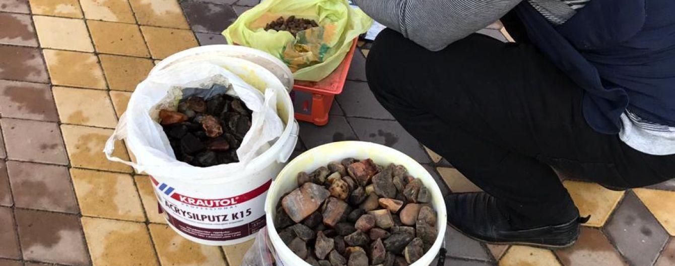 На Рівненщині вилучили незаконно видобутий бурштин вартістю півмільйона гривень