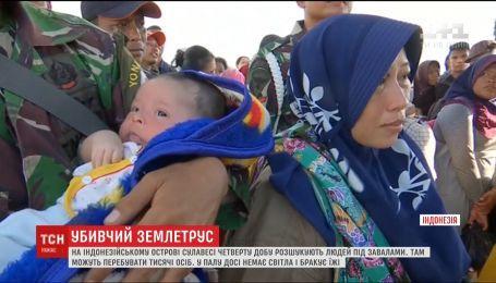 В Індонезії у спільних могилах ховають сотні жертв землетрусу, аби уникнути епідемій