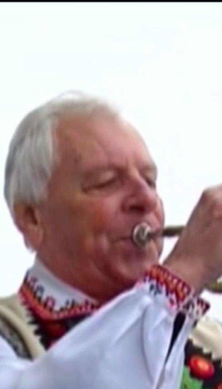 """Помер сурмач, який 14 років щодня грав мелодію з пісні """"Марічка"""" на Ратуші у Чернівцях"""