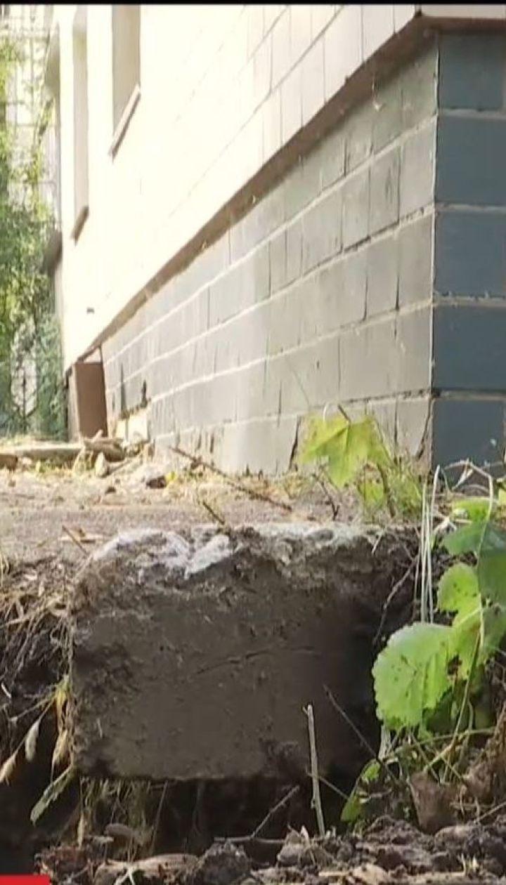 Жители двухэтажки боятся спать, потому что их дом сползает в катакомбу