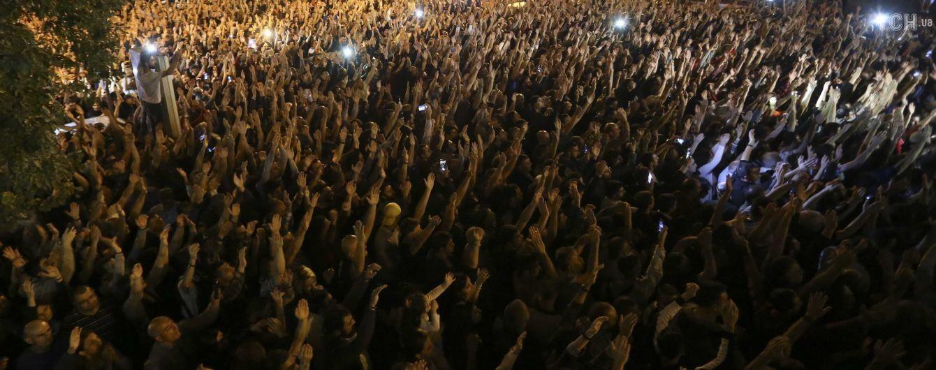 В Ереване продолжаются массовые протесты ради назначения выборов