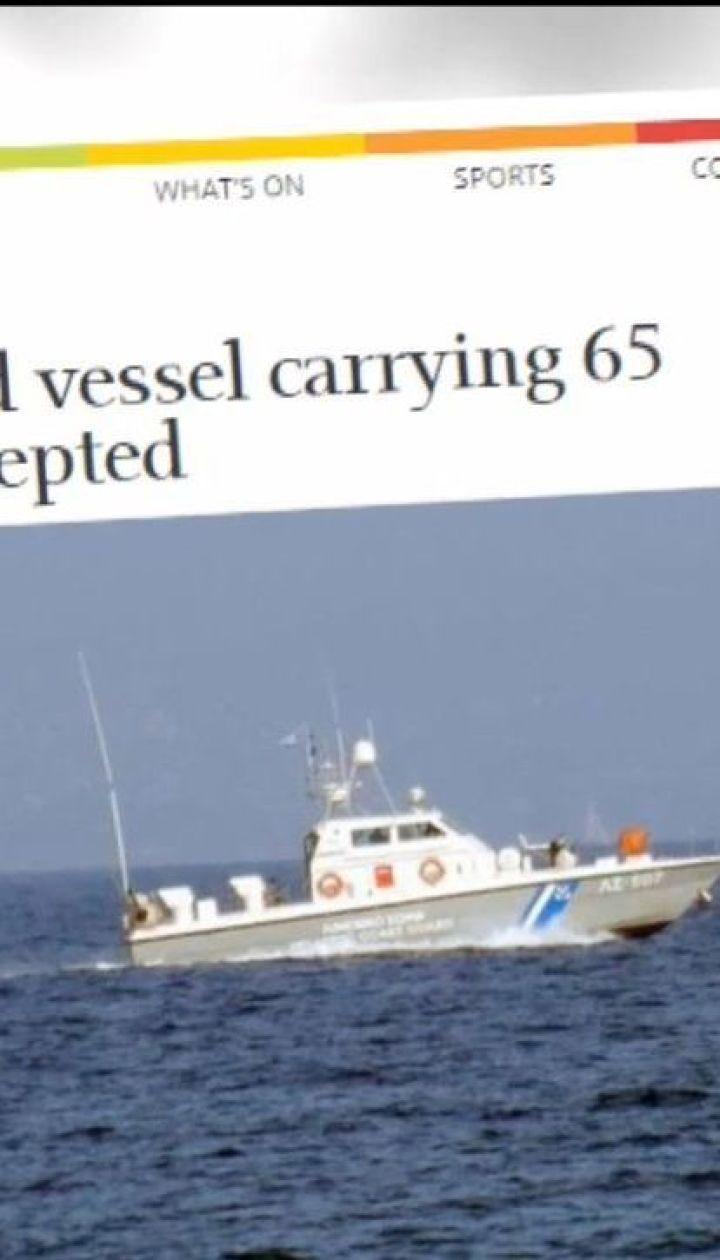 В Греции задержали судно под украинским флагом с десятками иностранных мигрантов