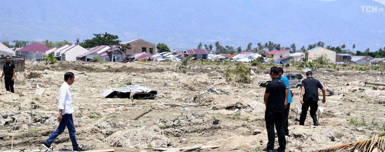 На пострадавшем от землетрясения и цунами индонезийском острове проснулся вулкан, число жертв снова возросло. Инфографика