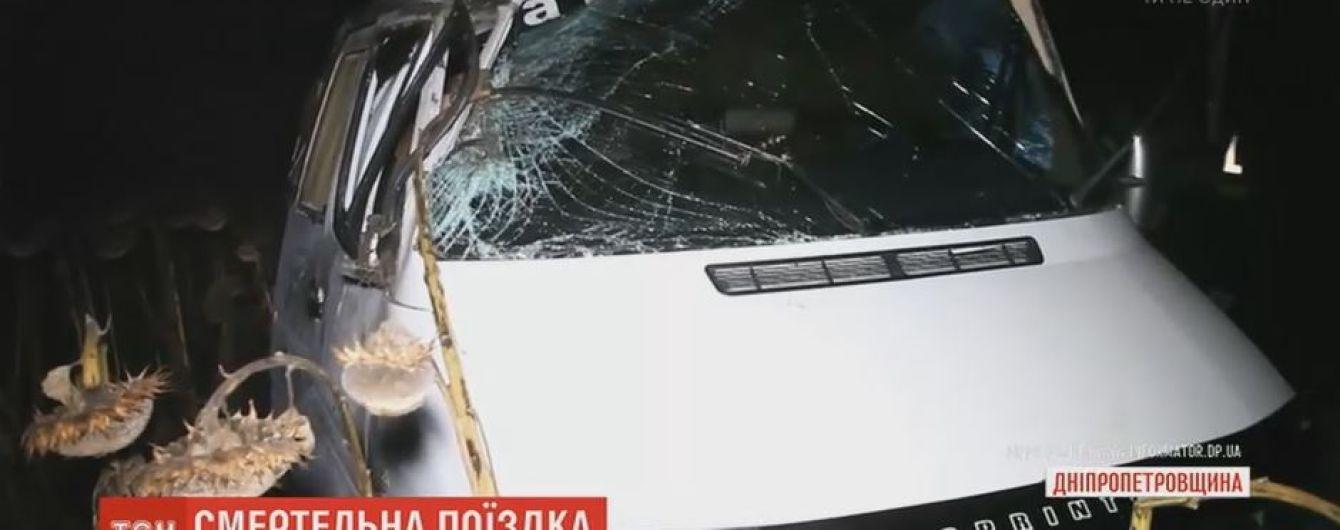 Вблизи Днепра микроавтобус вылетел на обочину и несколько раз перевернулся: есть жертвы
