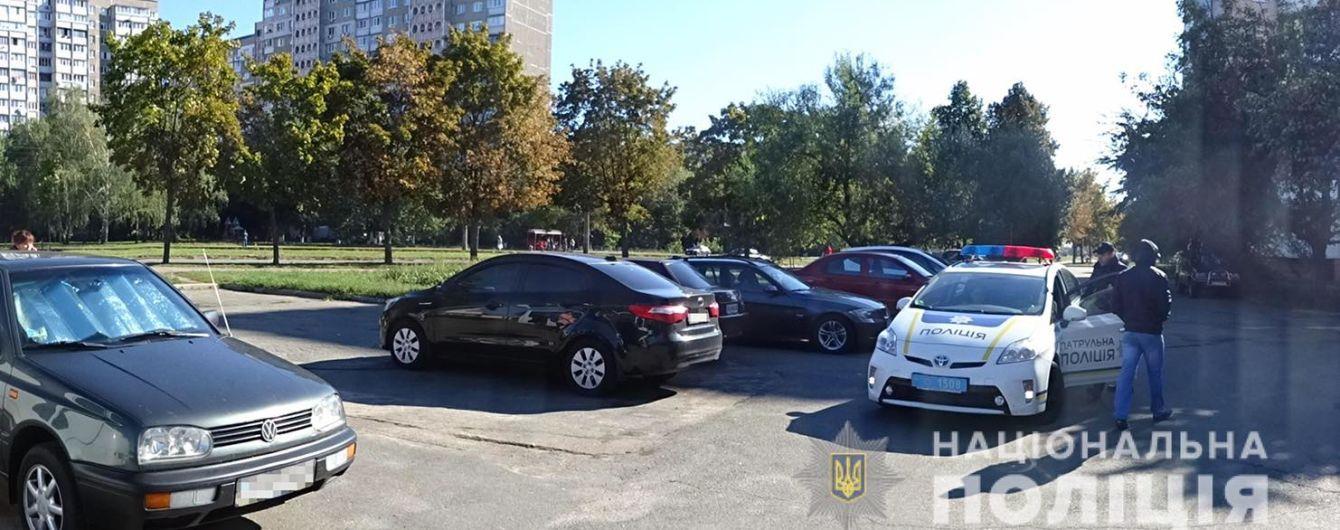 В Киеве поймали преступников, которые на грузовике воровали авто