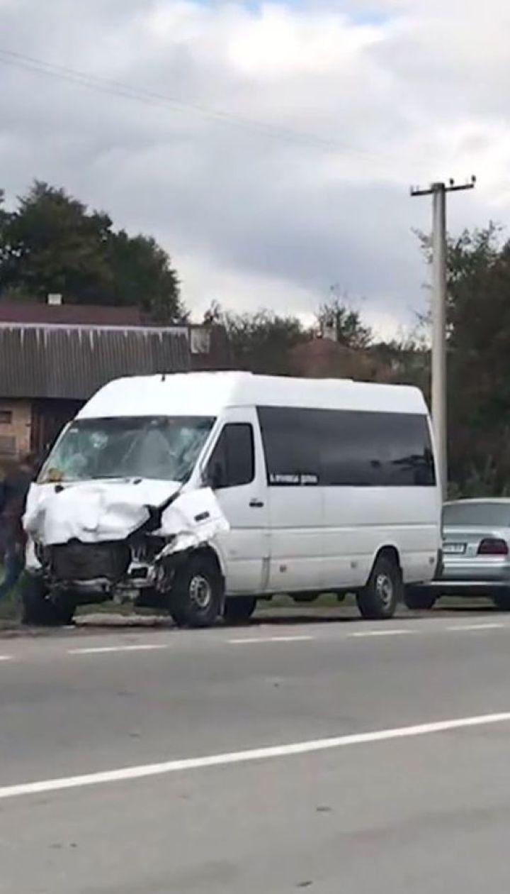 Один человек погиб из-за столкновения рейсового автобуса с легковушкой на Прикарпатье