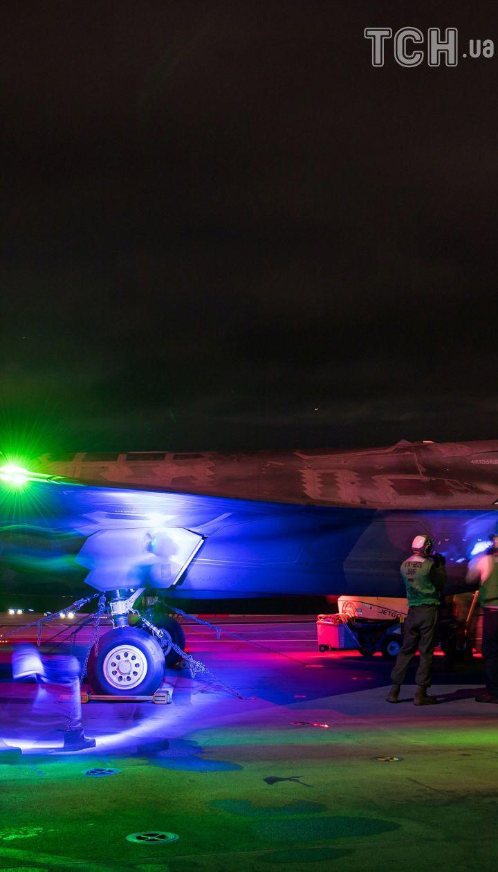 Вони ще й світяться! З'явилися фото перших нічних випробувань винищувачів F-35