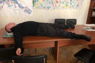 На Донетчине задержали начальника городского отделения полиции за вымогательство у фермера 200 тыс. грн