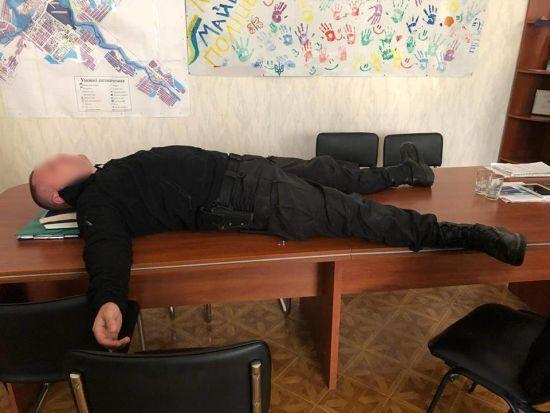На Донеччині затримали начальника міського відділення поліції за вимагання у фермера 200 тис. грн