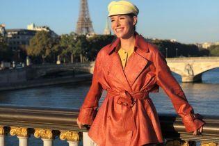 В широких штанах, плаще и шляпке: стильная Катя Осадчая показала снимки с прогулки по Парижу