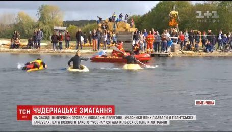 В Германии устроили заплыв в гигантских тыквах
