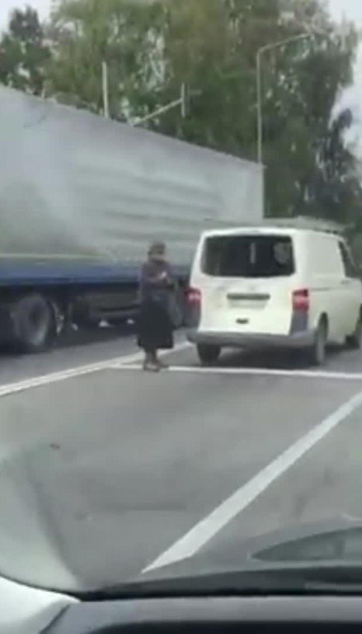 На трассе Киев-Чоп произошло ДТП с участием военного авто