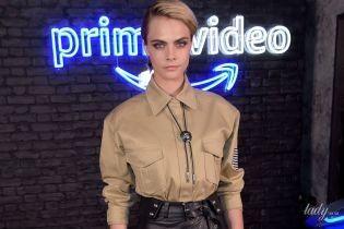 У шкіряній міні-спідниці: Кара Делевінь в стильному образі прийшла на прем'єру серіалу