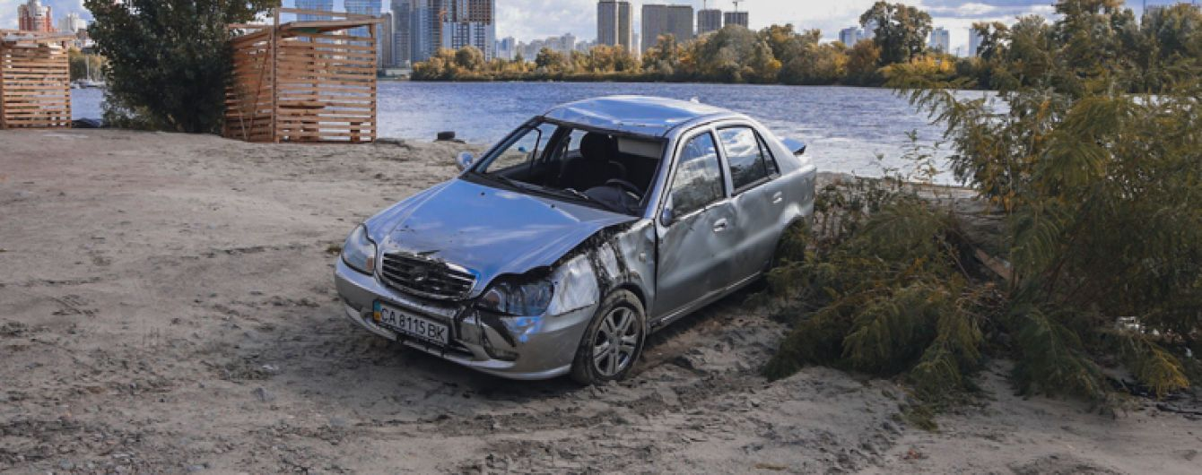 У Києві чоловік потонув у Дніпрі на своїй машині