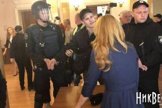 В Николаеве во время сессии облили фекалиями двух депутатов горсовета