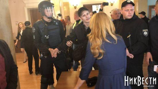 В Миколаєві під час сесії облили фекаліями двох депутатів міськради