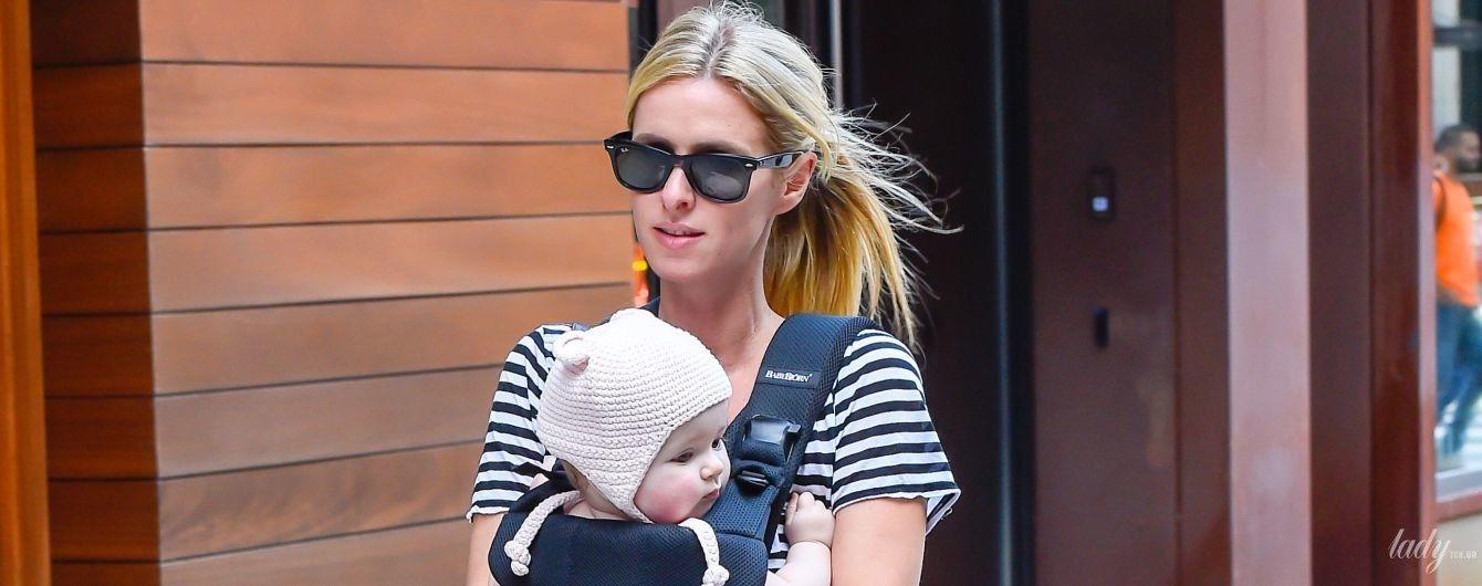 Хорошая мама: Ники Хилтон подловили на прогулке с младшей дочерью