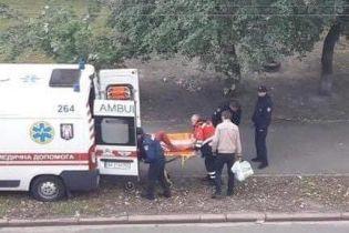 В Киеве девушка выпала из окна
