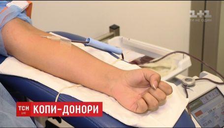 """Донорский несезон: в """"Охматдете"""" не хватает доноров крови"""