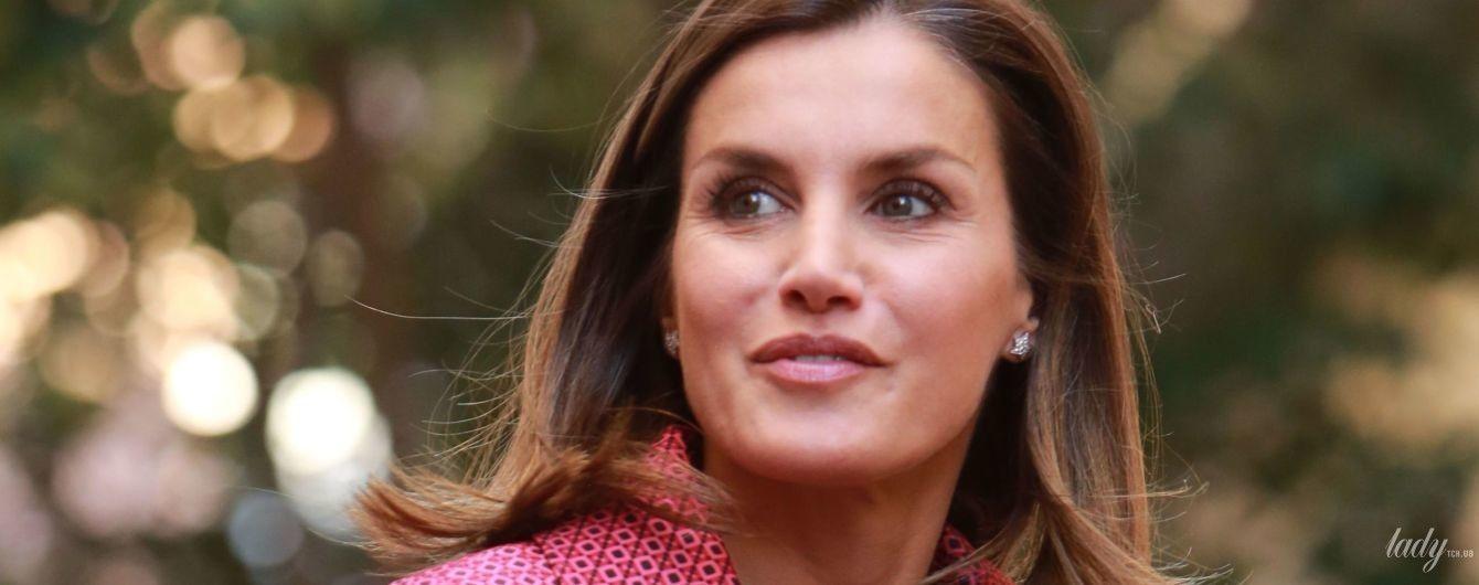 Стильная и яркая: королева Летиция на благотворительном мероприятии