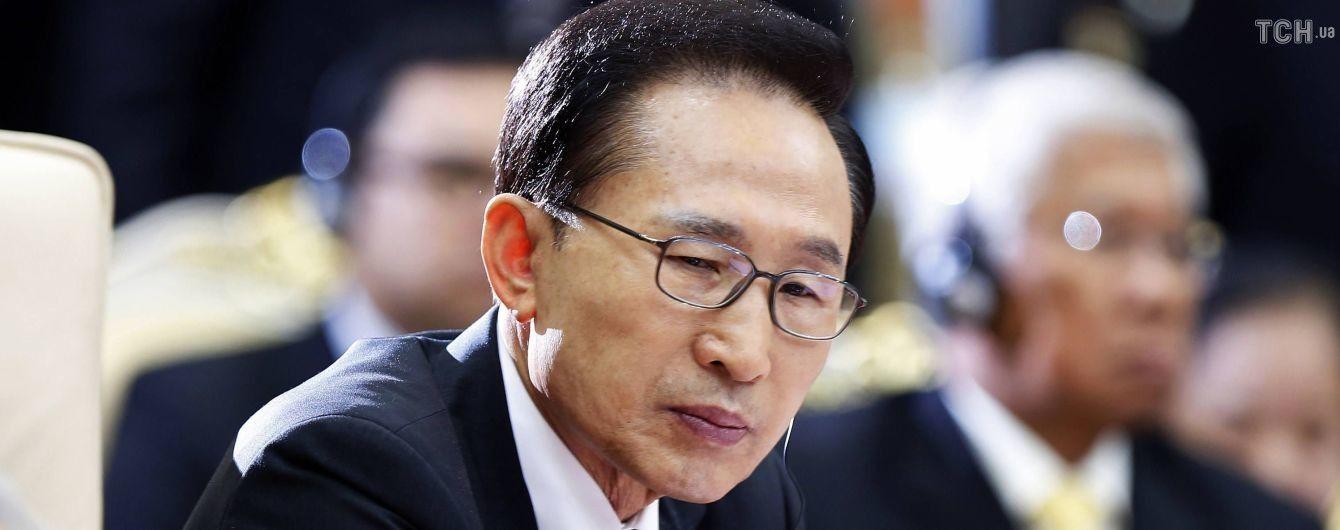 Екс-президента Південної Кореї засудили до 15 років ув'язнення за корупцію