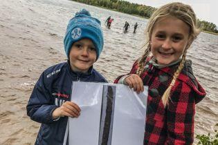 У Швеції дівчинка в озері знайшла меч довікінгових часів – тепер її хочуть зробити королевою країни