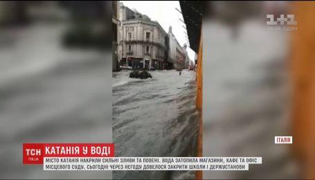 Масштабні повені накрили італійське місто Катанія