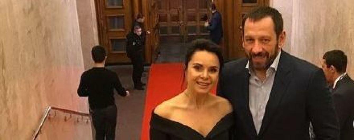 Элегантная Подкопаева с обнаженными плечами сводила жениха из США на мероприятие Кличко