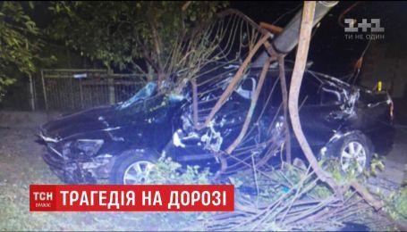 Нетверезий 23-річний водій на швидкості повалив електроопору, загинули пасажири