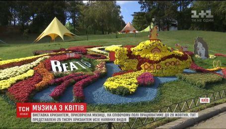 На столичном Певческом поле открыли цветочный концертный зал