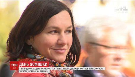 День усмішки: ТСН порахувала усміхнених перехожих у столиці